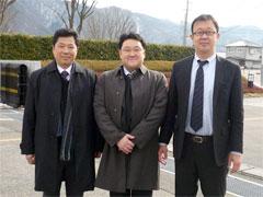 キム社長を囲んでの記念写真
